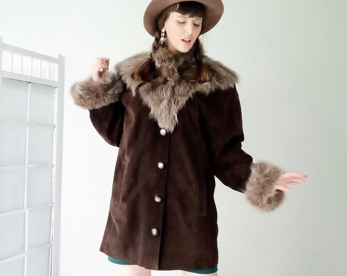 70s boho style suede coat and fur collar //1970's boho suede fur neck coat