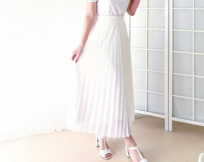 Retro 50s style retro pleated skirt // Retro 50s pleated white skirt style
