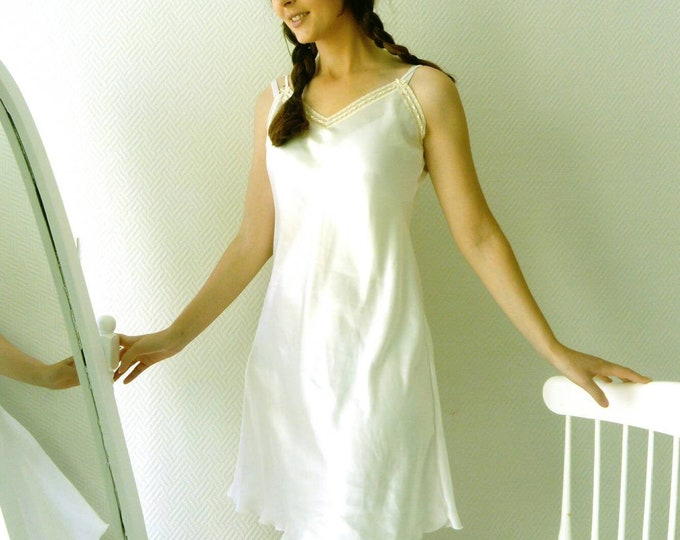 White satin vintage nightgown /White vintage satin nightie