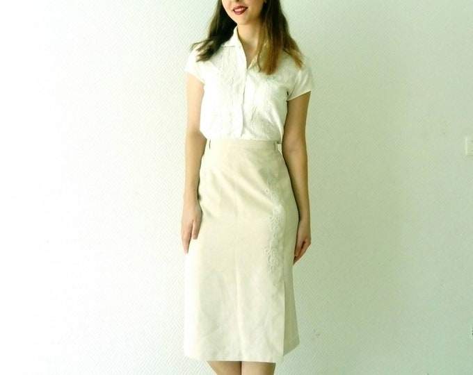 Embroidered beige skirt 90s /1990's beige embroidered skirt