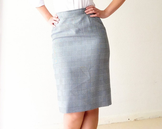 Skirt tiles hen's foot vintage1980's style 60s// Vintage 1980's does 60's plaid houd's tooth print skirt
