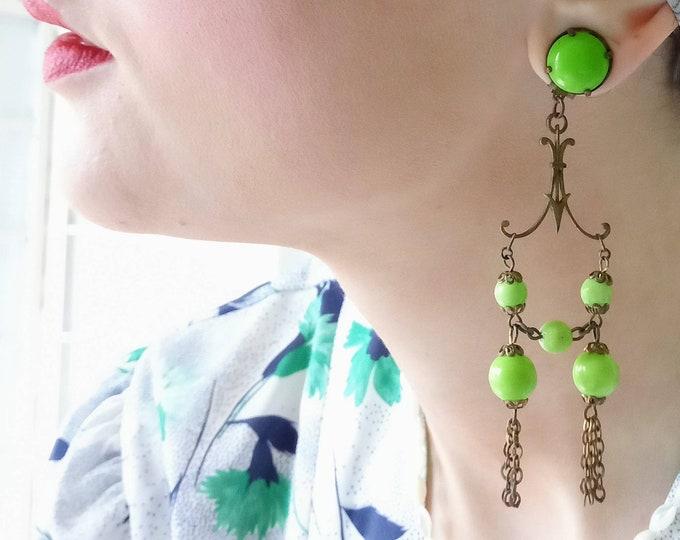 Pearl dangle earrings green 1950 / 1950's green pearls dangling earrings