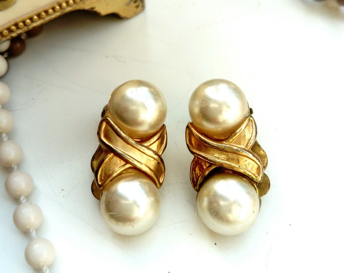 Vintage 80s white pearls earrings 80/vintage 80 's White pearls earrings