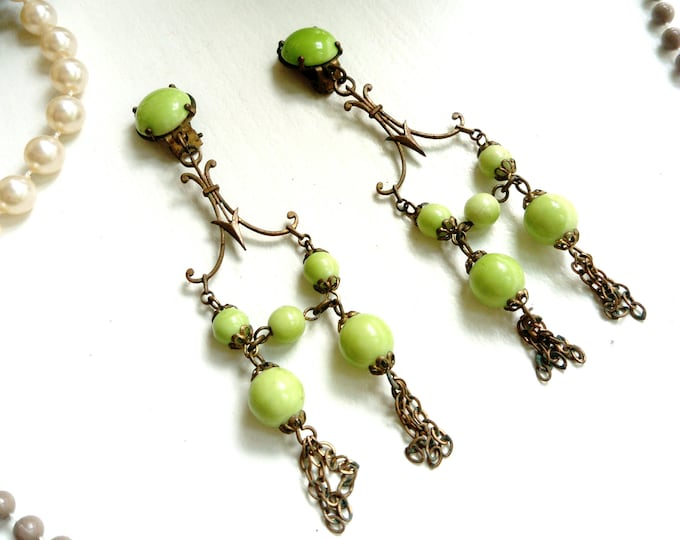 Pearl dangle earrings green 1950 / 1950's green pearls dangling earrings