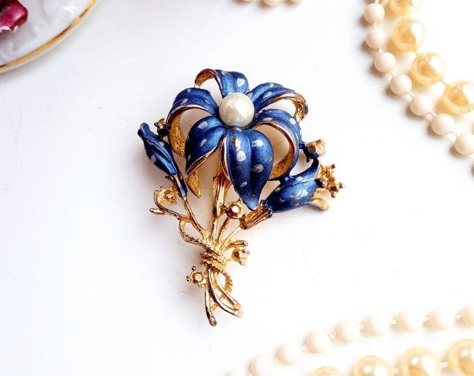 vintage brooch 1980's flower edelweiss pearl style 40// 1980's does 40's flower edelweiss brooch
