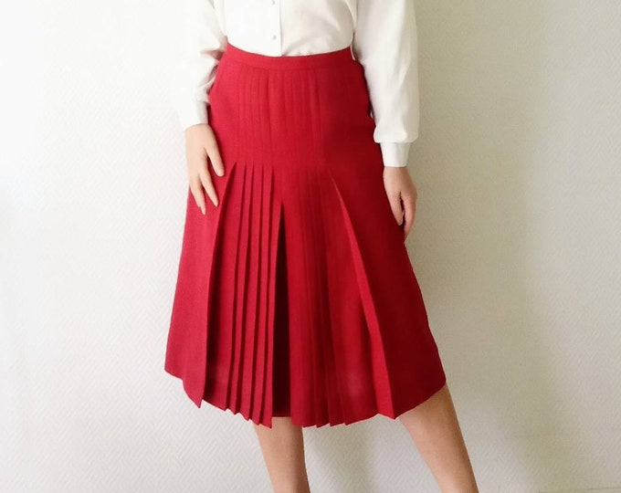 Vintage pleated skirt red red style 40s //1940's style red pleated skirt