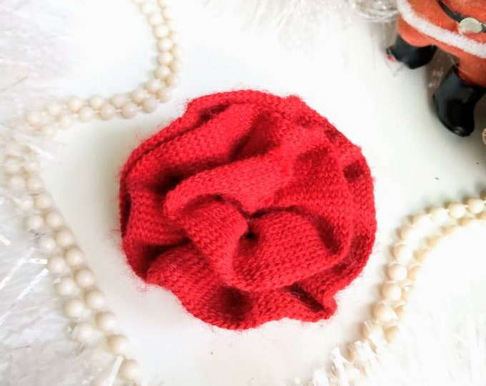 1990's 40s style knitted red wool flower brooch 1990's 1990's doed 40's wool knitting red flower brooch