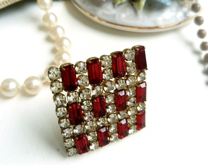 Broche carré strass rouge des années1950/1950's square red strass brooch