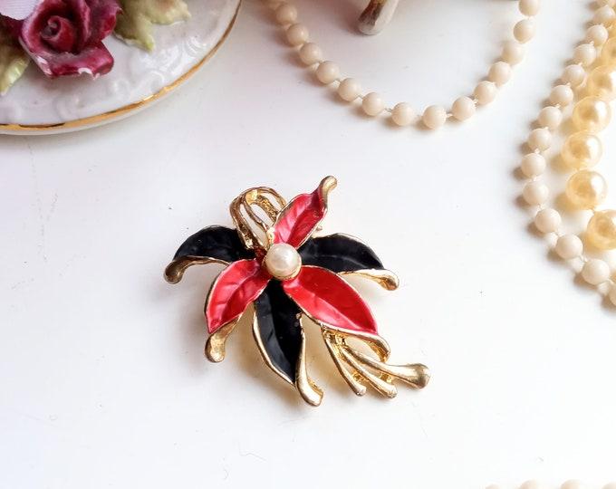 vintage brooch 1980's edelweiss flower pearl style 40/ vintage 1980's does 40's flower edelweiss pearl brooch