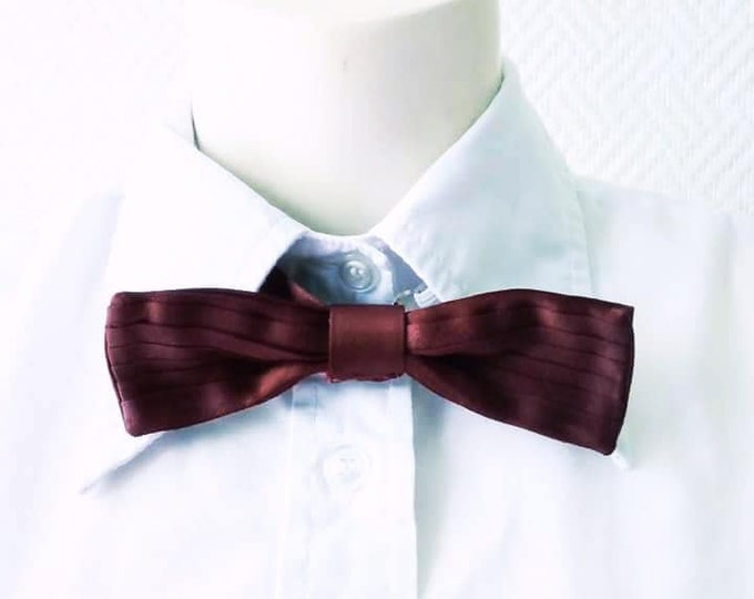 Tie bow tie embroidery 1960's// Vintage 1960's burgundy bow tie neck