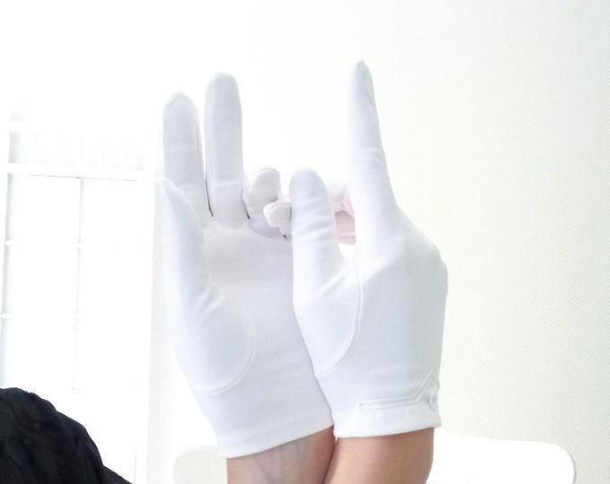 Vintage 1980's white embroidered gloves vintage 1980's white embroidered gloves