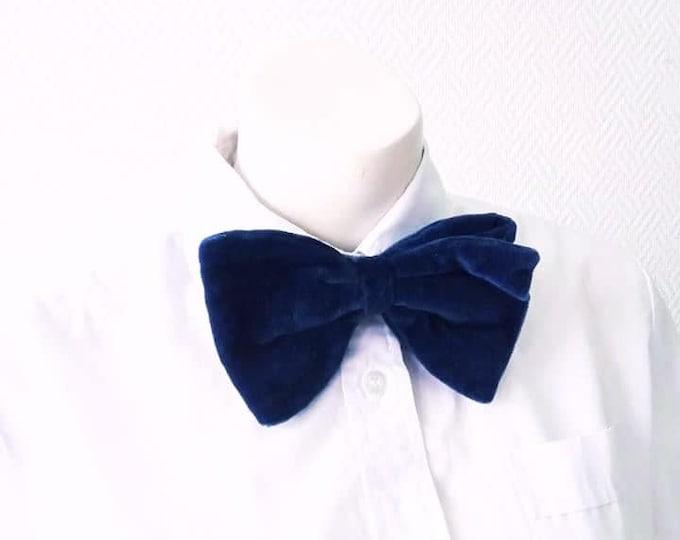 Tie bow tie vintage 1980's velvet midnight blue // Vintage 1980's blue velvet bow tie neck