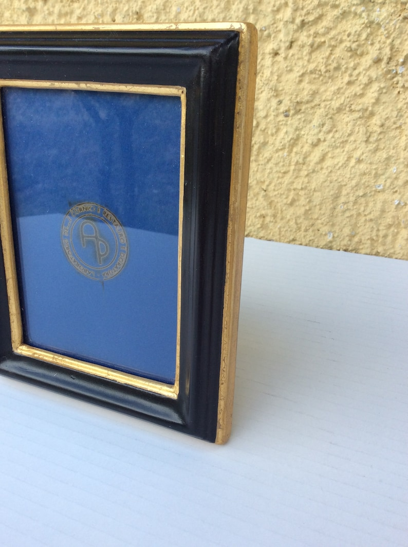 Photo holder in black lacquer and gold thread