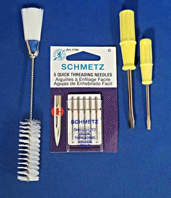Singer Sewing Machine 2 Screw Drivers Cleaning Brush 221 Featherweight 201 15-91