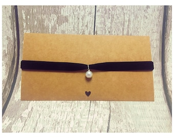 Velvet Choker with pearl
