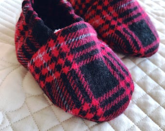 Plaid baby shoes, slippers