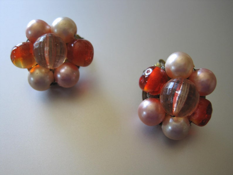 Cluster Beads Clip on Earrings Faceted Pink Acrylic /&  Faux Pearls Beads Gold Tone. Peach Glass Beads Signed Japan Mid Century 50/'s Era