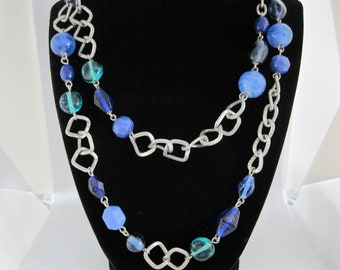 Gorgeous, Vintage 70's Cobalt blue and green lamp work glass beaded necklace.