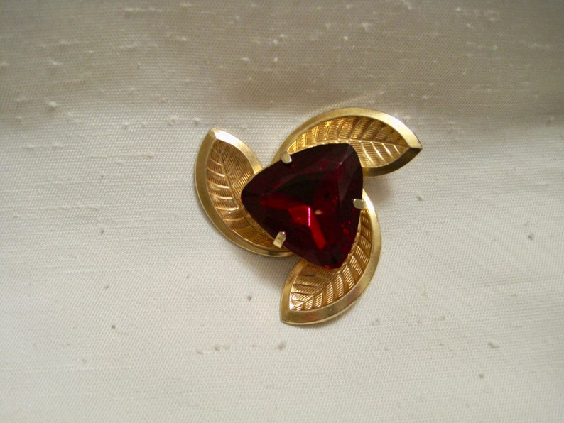 Vintage Gold Vermeil over Brass Pinwheel Leaves Brooch with Red Ruby Glass Cabochon.