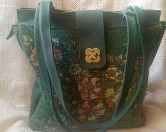 Bag made of felt green and genuine leather Wet felt Flower decorated bag Woolen bag Real leather Pouch Beautiful female Green shoulder bag