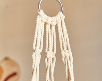 Macramé suspension for plant with metal ring