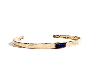 Bangle/bracelet gold plated hammered with onyx natural stone crimped