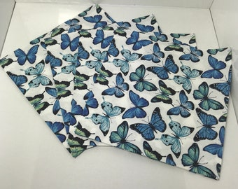 White napkin with multicoloured butterflys in blue x4