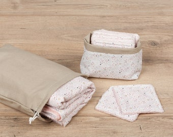Changing mat and its small bag to store it and a pouch containing 10 assorted wipes