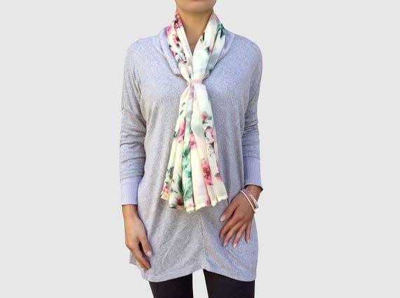 58d5cc28e079 soie écharpe foulard bijoux bijoux foulard châle de   Etsy