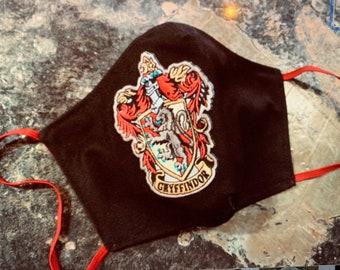 Harry Potter Mask with Filter Pocket Gryffindor Fan  -PM 2.5 filter included - Gryffindor Mask - No Center Mask Seam
