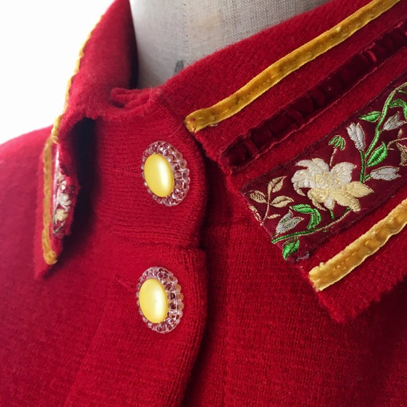 Red Sheer Wool overcoat with embroidered and velv… - image 10