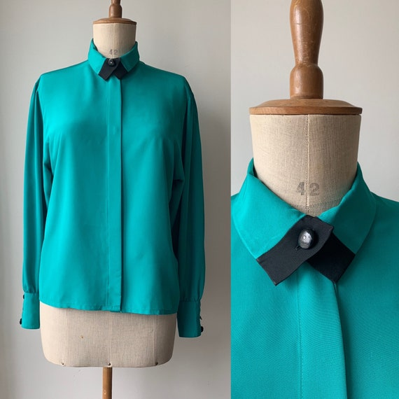 Teal 80s blouse with black collar & studs, black t