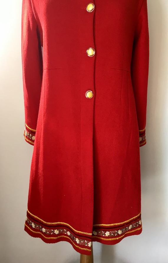 Red Sheer Wool overcoat with embroidered and velv… - image 5