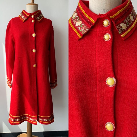 Red Sheer Wool overcoat with embroidered and velv… - image 1