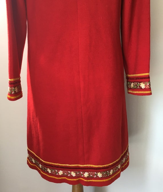 Red Sheer Wool overcoat with embroidered and velv… - image 8