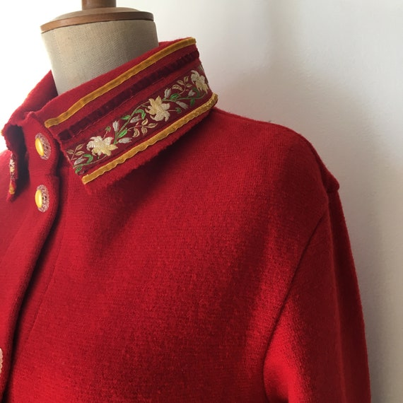Red Sheer Wool overcoat with embroidered and velv… - image 9