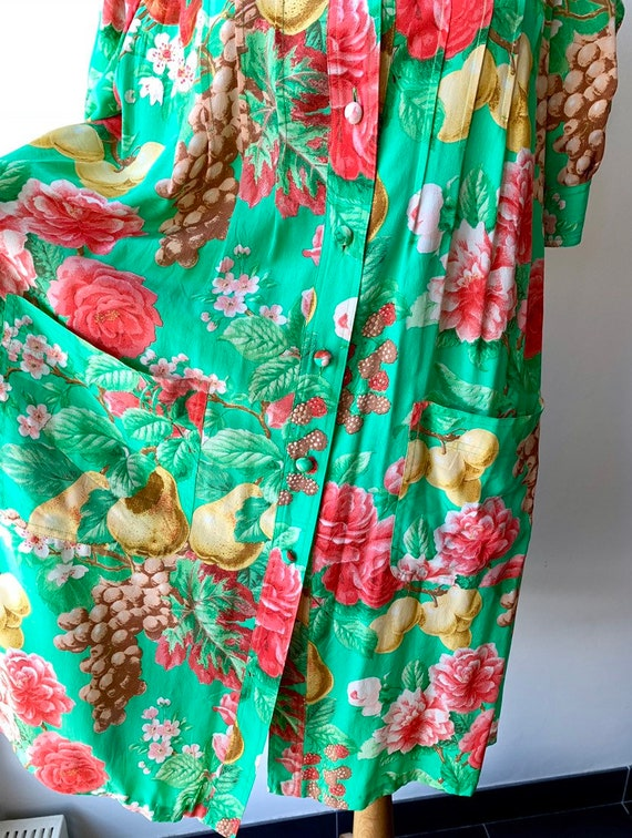 80s Floral green silk shift dress with short-slee… - image 7