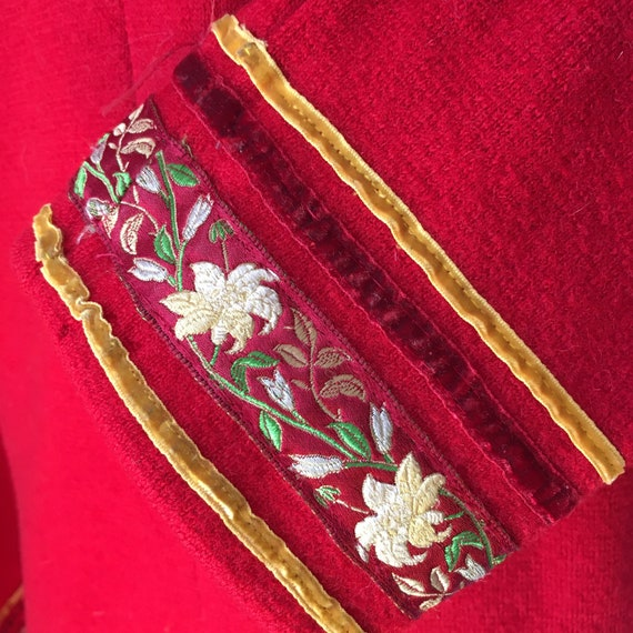 Red Sheer Wool overcoat with embroidered and velv… - image 4
