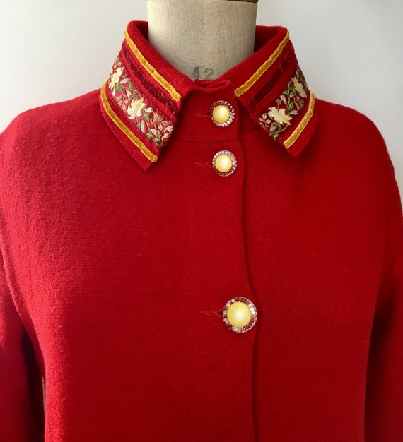 Red Sheer Wool overcoat with embroidered and velv… - image 3