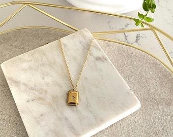 Flat Sparkling Pendant Necklace