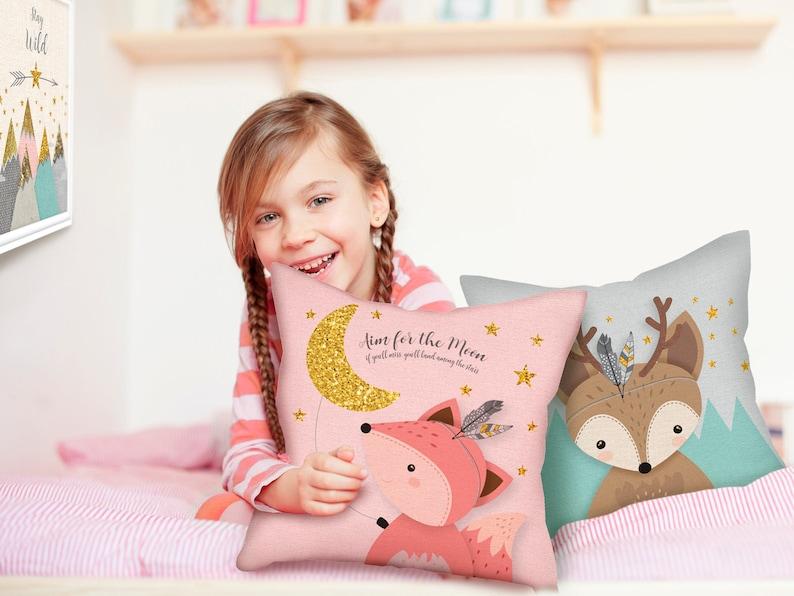 Coussin rose pour décorer la chambre d'une petite fille - Créatrice ETSY : EliorDécor