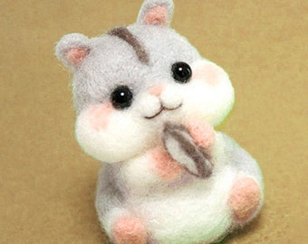 Needle Felting Squirrel Kit . Colour Felting Wool. Craft Activity. Chipmunk Felting. DIY. Birthday Gift. Christmas Gift. Beginner felting