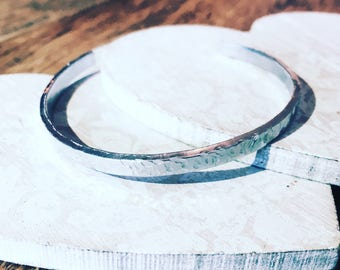 Hammered bracelet / Textured Bracelet / jewellery / gift for her / jewellery /silver colour / anniversay / bridesmaid gift / handmade /