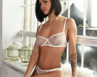 Sophie reade public nude pics