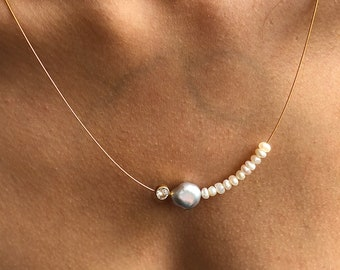 Pearl necklace. Gray baroque pearl and Freshwater pearls with a topas in a gold setting, on a wire of gold. You can vary the lenght.