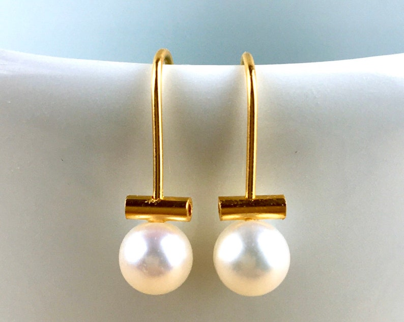 Freshwater pearl earring. Pearls on a wire of gold. Dangle image 0