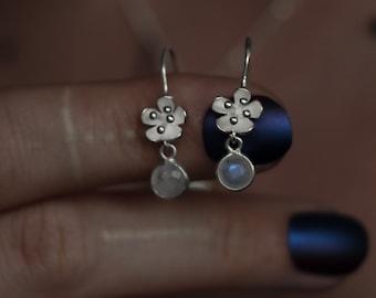 CALYCULUS 925 sterling silver earhangers with moonstone