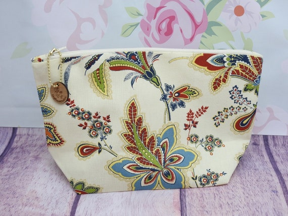 Floral Cosmetic bag| accessories bag| makeup bag| Travel bag| 8 1/2 x 6 1/2 inches