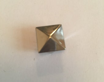 12mm Pyramid Studs - 100 Pack