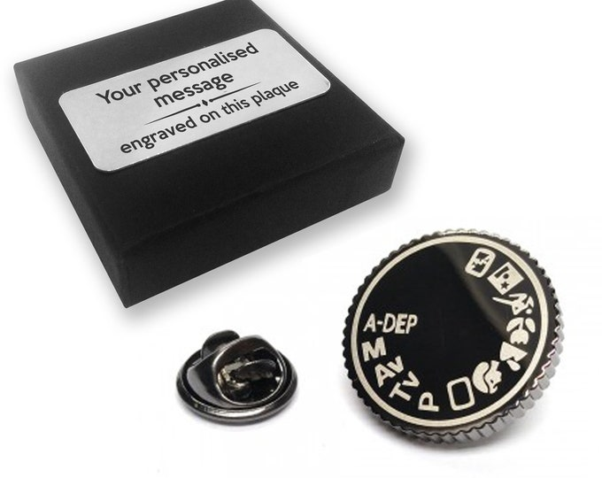 Camera SLR photographer gift, lapel pin badge, tie pin, brooch accessory, boutonniere - personalised engraved gift box - 228